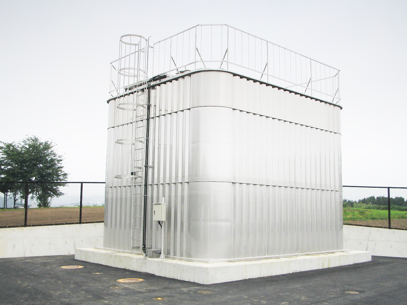 Stainless panel tank
